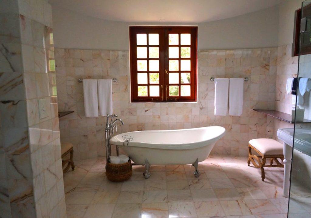bathtub-refinishing-reglazing-lauderdale-by-the-sea